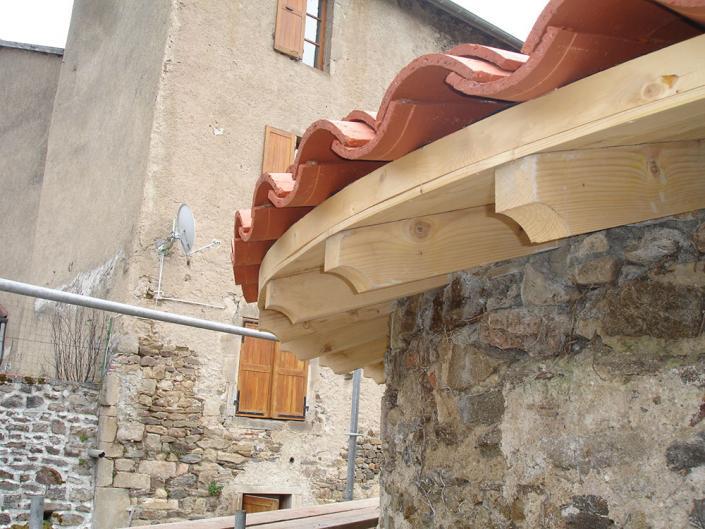 Rénovation de 2 tours rondes avec une charpente traditionnelle à St Vert en Haute-Loire en Auvergne